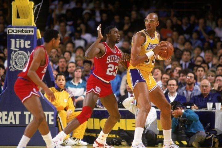 LOS ANGELES - 1987: Kareem Abdul-Jabbar #33 of the Los Angeles Lakers holds the ball in the post during an NBA game against the Philadelphia 76ers at the Great Western Forum in Los Angeles, California in 1987. (Photo by: Mike Powell/Getty Images)