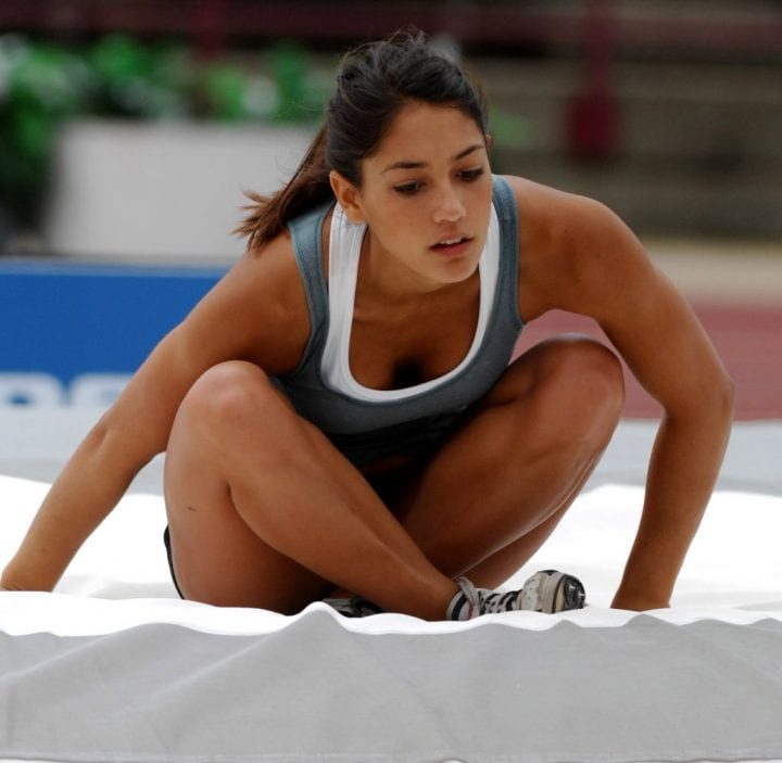 Allison Stokke lands awkwardly after her pole vault