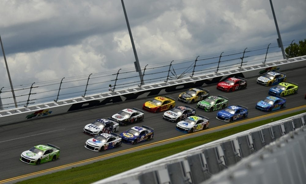 Austin Dillon (#3) leads a pack of cars