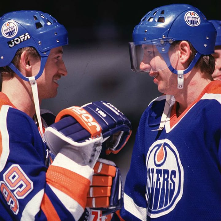 Wayne Gretzky and Jari Kurri