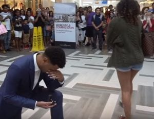 marriage-proposal-fails Valentines Day at the mall