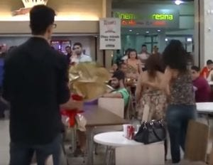marriage-proposal-fails Valentines Dayat the mall public